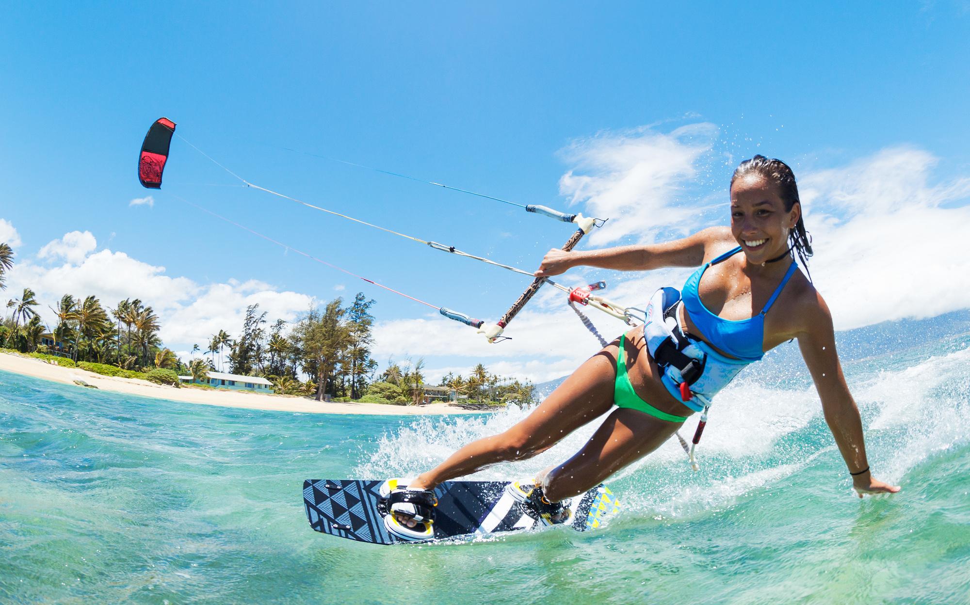 femme kitesurf adrénaline